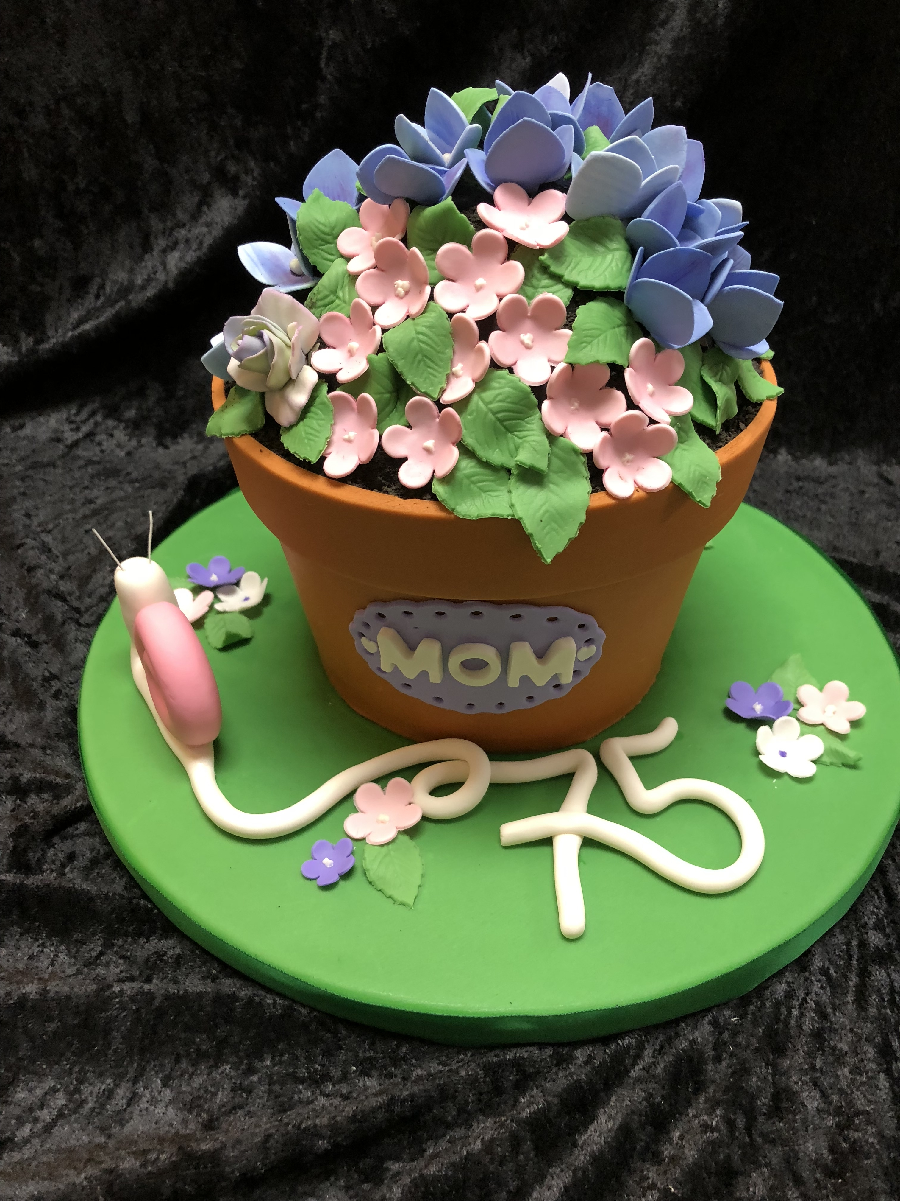 3104, 75th birthday, seventy fifth birthday, flower, flowers, hydrangeas, snail, pot, terra cotta, carved