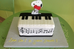 418, snoopy, peanuts, cartoon, piano, music, love, heart, music notes, carved