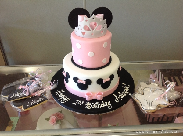 2168, first birthday, 1st birthday, disney, crown, minnie mouse, mickey mouse, bow, bows, ears, dot, dots, pink, black, white, tiered, cookies