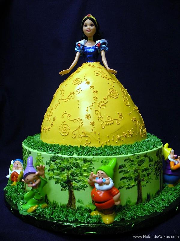2353, birthday, barbie, barbie cake, snow white, dwarves, yellow, green, blue, trees, tree, dress, disney, disney princess, carved