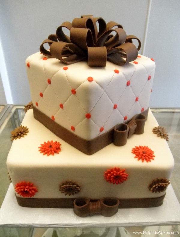 19, brown, orange, red, white, square, tiered, ribbon, quilted, topper, flowers, daisy, daisies, dots